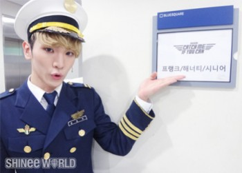 [Trad/Pics] Atualização no site do SHINee - Key no musical Catch Me If You Can 259a54195012793