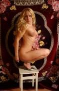 Oksana Pikul 18 metų visiškai nuoga pozuoja erotiniam puslapiui